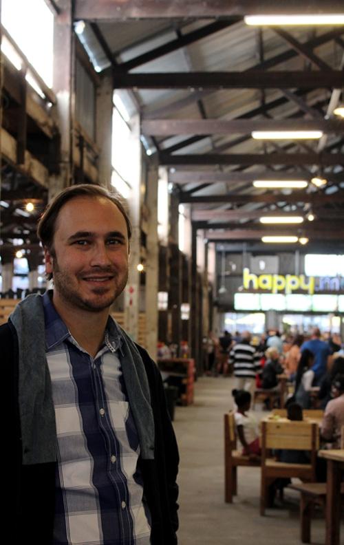 El Boyfriendo enjoying the market place